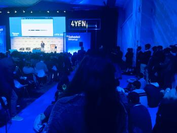 Photo: #4YFN19 A standing-room only crowd at the presentation of Max Amordeluso, Amazon's Alexa EU Evangelist